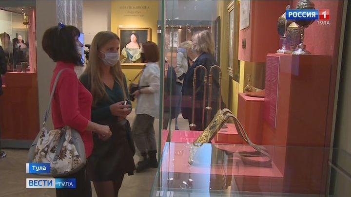 В тульском филиале исторического музея открылась выставка «Романовы»