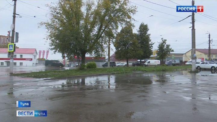 Коммунальная авария в Туле привела к разливу стоков на Одоевском шоссе в Туле