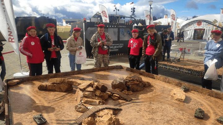 Юные патриоты из Тулы стали участниками «Юнармейской карусели»
