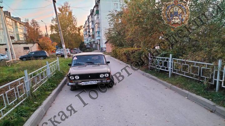 В Новогуровском пьяный водитель сбил пенсионерку во дворе