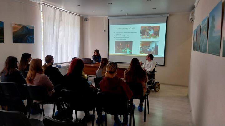 Студентам тульских вузов презентовали проект школы инклюзивного творчества «Добрые люди»