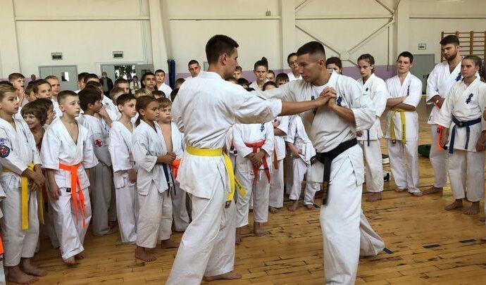 Алексинским каратистам преподал урок обладатель пояса Битвы чемпионов