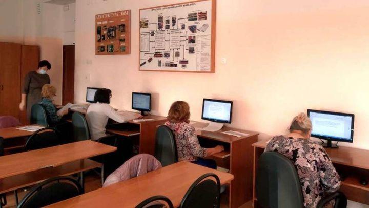 Узловских пенсионеров учат общаться в соцсетях